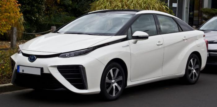 Toyota Mirai. © M 93 : Wikimedia Commons copy.jpg